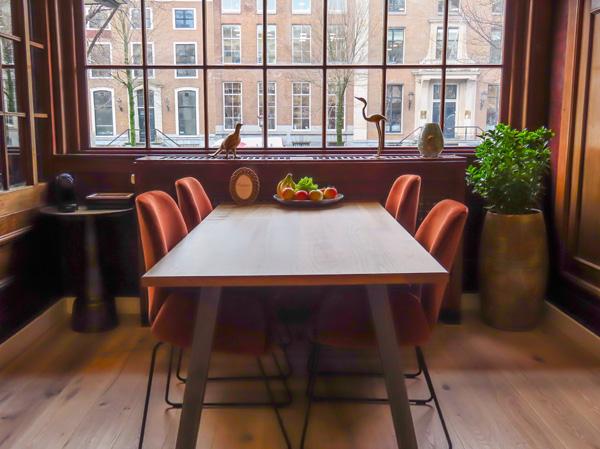 Vergadertafel op uw zakelijk adres in Amsterdam